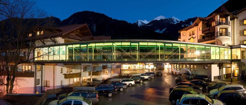 Austria_Mayrhofen_Sporthotel-Strass_Exterior-winter-night.jpg